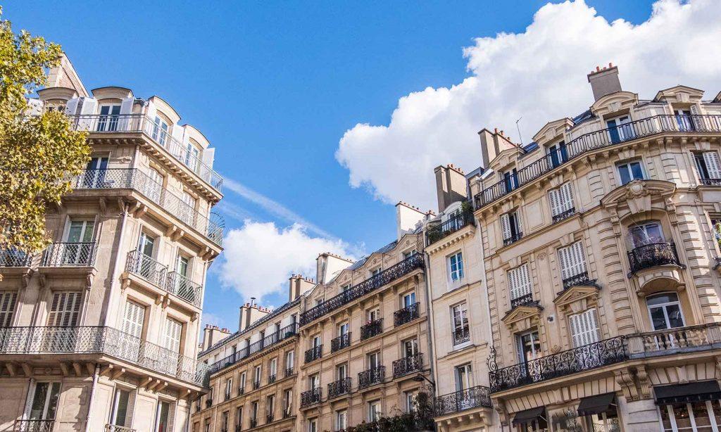 Loyers non payés - vue sur immeuble parisien.